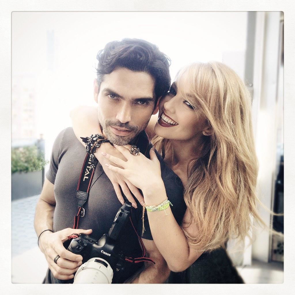 La bella Thalía con el fotógrafo Uriel Santana