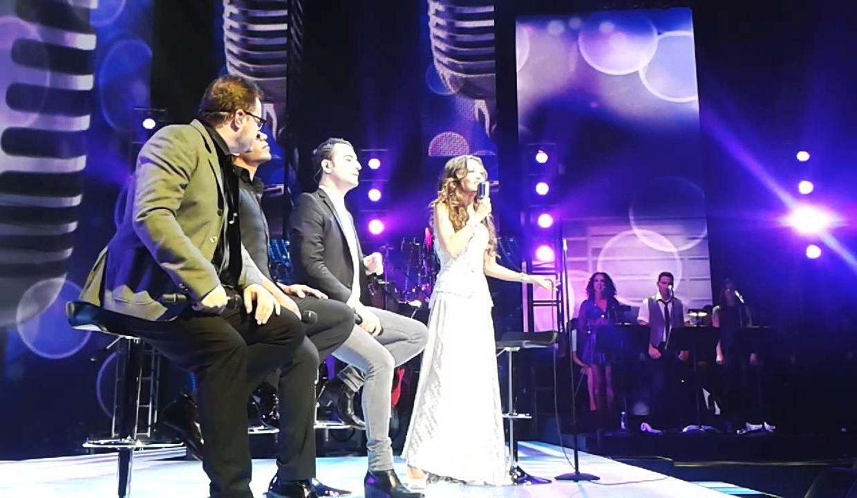 Thalia con Samo, Leonel y Jesus