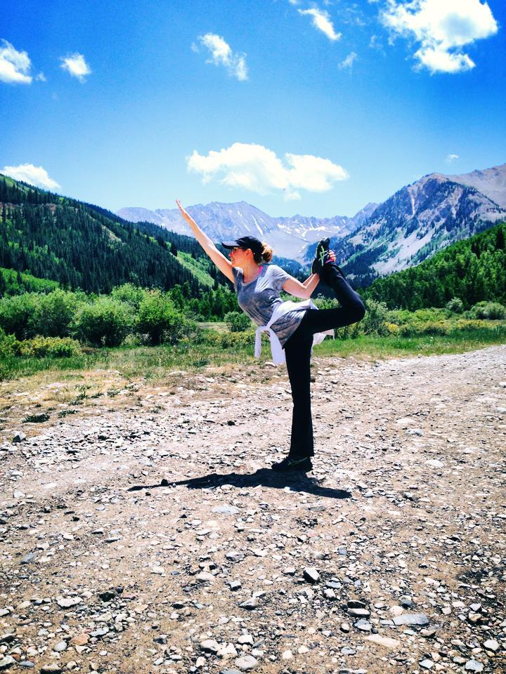 thalia-haciendo-yoga
