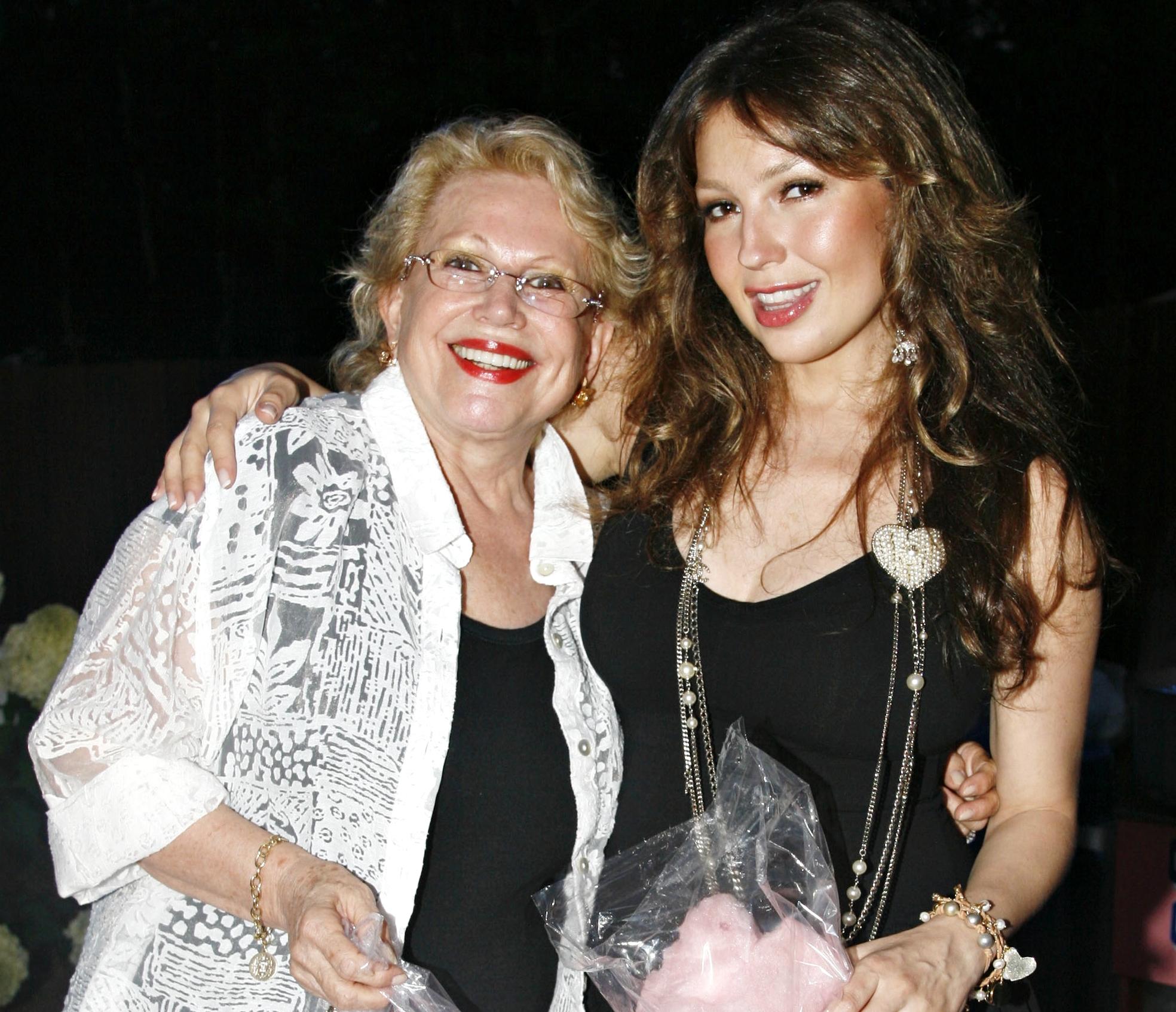 Thalia con su madre