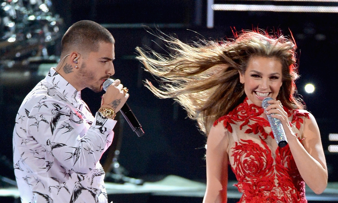 Thalía and Maluma perform onstage during Univision's 28th Edition of Premio Lo Nuestro a la música latina on February 18, 2016 in Miami, Florida.