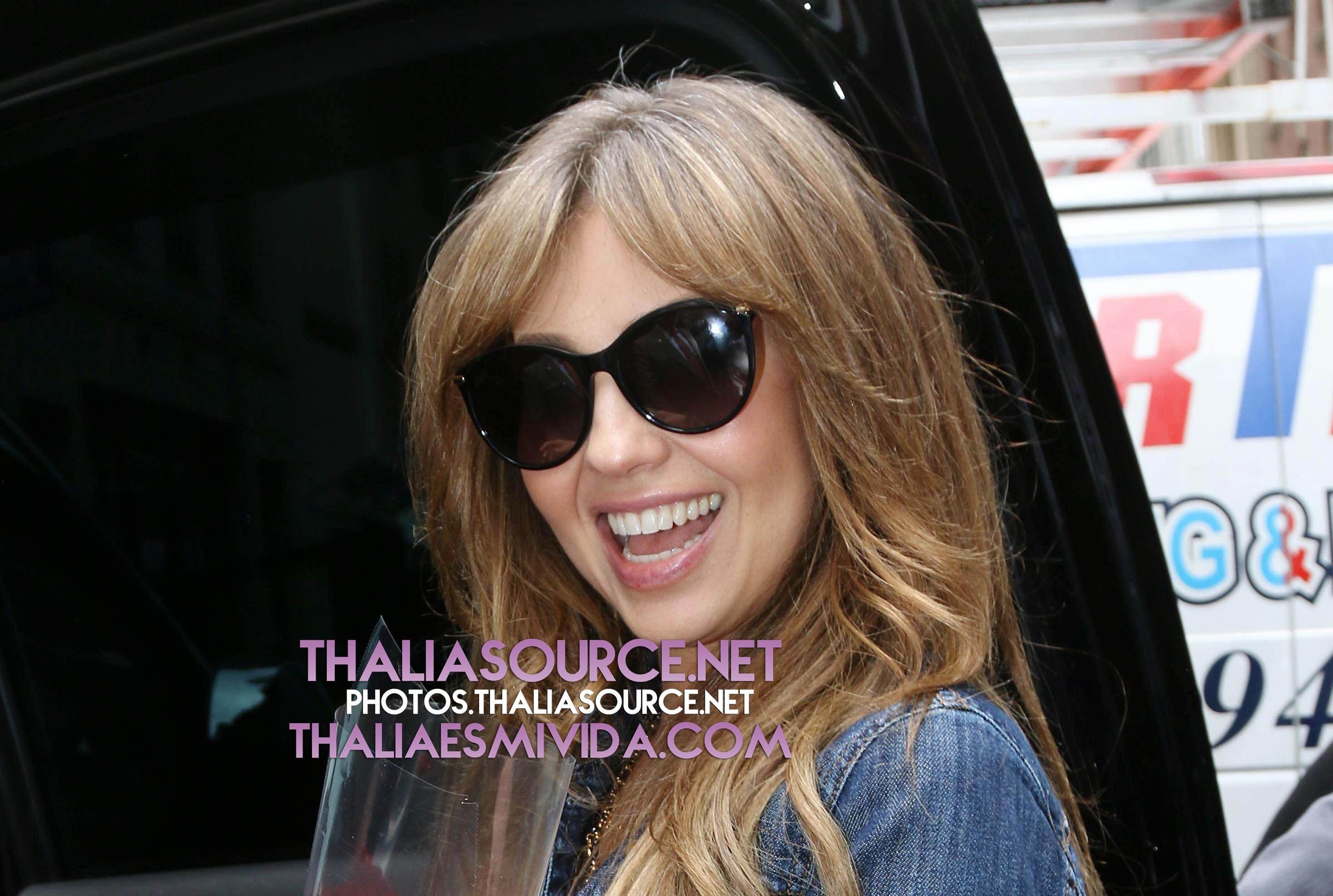 Checa aquí todas las fotos HQ de Thalía saliendo de Radio Amor