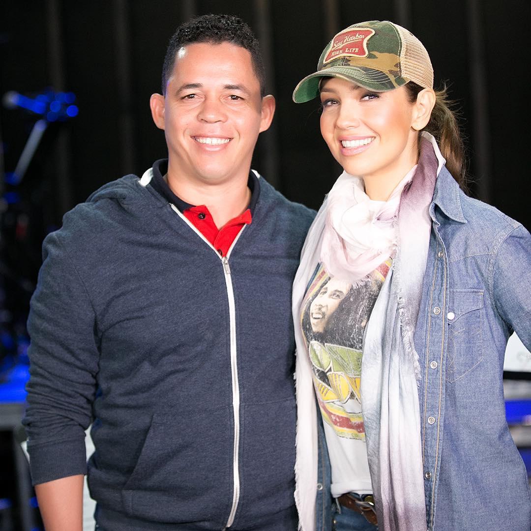 Thalía con el fotógrafo Bryan De La Cruz