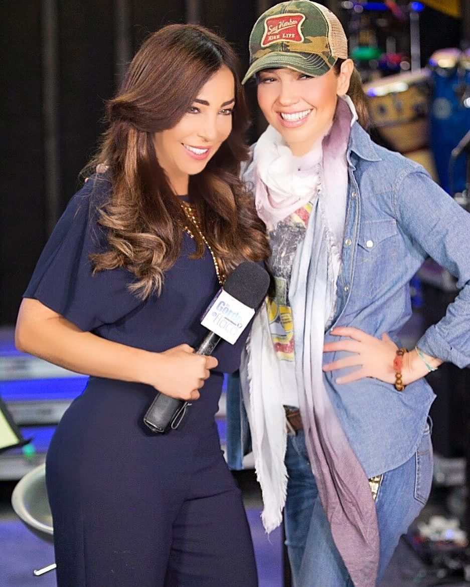Thalía con la reportera Gelena Solano